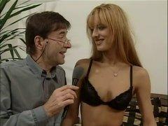 Рыжая молодая немка сделав домашний минет трахается в анал со зрелым мужиком