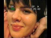 Молодая брюнетка с маленькими сиськами вечером отдалась любовнику в постели
