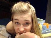 Похотливый романтик в очках перед вебкамерой трахнул молодую блондинку