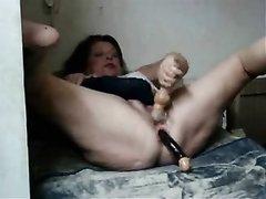 Скрытая камера снимает домашнюю мастурбацию и анал со зрелой толстухой