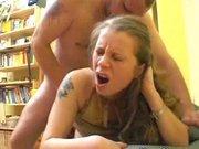 Немецкая молодая шлюха в чулках за деньги занялась жёстким домашним сексом