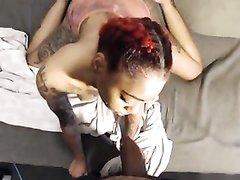 Татуированная негритянка с большими сиськами шалит перед домашней вебкамерой