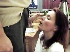 Рыжая развратница сделала шикарный минет любовнику для окончания на лицо