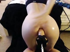 Домашняя анальная мастурбация с мощной секс машиной перед вебкамерой