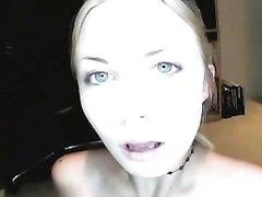Молодая и грудастая блондинка сосёт член любовника для окончания в рот