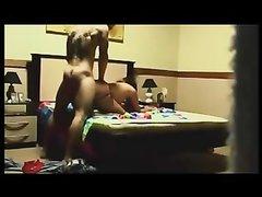 Скрытая камера снимает любительский секс со зрелой и горячей развратницей