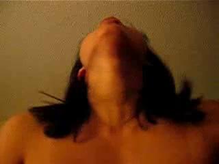Азиатка занялась домашним сексом в позе наездницы трахаясь от первого лица