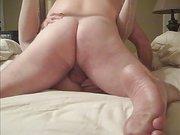 Подглядывание жёсткого домашнего секса с фигуристой соблазнительницей