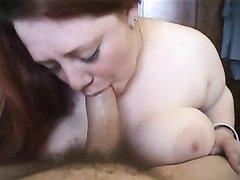 Рыжая грудастая леди от первого лица делает любительский минет с глубокой глоткой