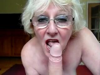 Шикарный любительский минет с окончанием на лицо грудастой зрелой блондинки