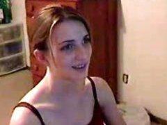 Любительский стриптиз молодой красотки раздевшейся перед вебкамерой