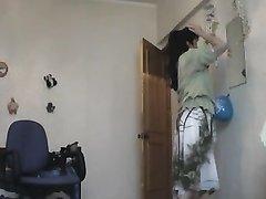 Подглядывание за зрелыми русскими домохозяйками с большими сиськами и попами