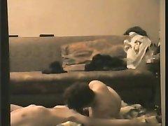 Скрытая камера записывает супружескую измену красотки отдавшейся любовнику