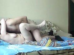 Зрелая любовница с обвисшими сиськами отдалась молодому ухажёру после минета