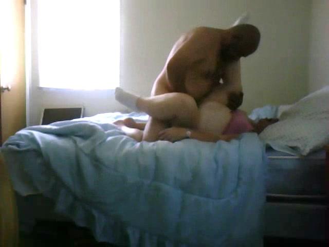Скрытая камера снимает супружескую измену развратницы трахающейся с любовником