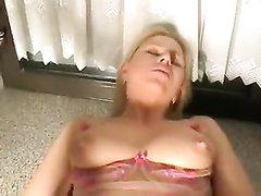 Любительский анал от первого лица с ухоженной блондинкой в бежевых чулках