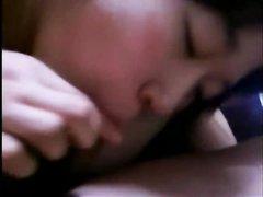 Любительская групповуха с мокрой азиаткой трахающейся в волосатую киску