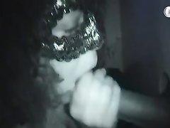Красотка в маске строчит любительский минет изменяя супругу с незнакомцем