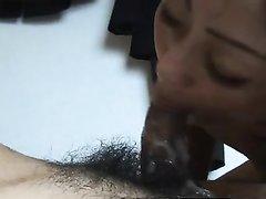 Шаловливая зрелая японка исполнила любительский минет от первого лица