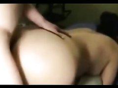 Грудастая зрелая брюнетка с большой попой наслаждается домашним сексом