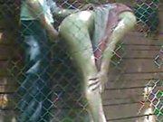 Любительское подглядывание жёсткого секса русской пары на заднем дворе