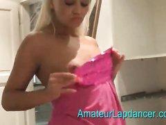 Чешская блондинка с круглой попой в постели отсасывает член любовника