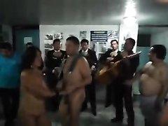 Любительские танцы со зрелыми латинскими толстухами снявшими одежду