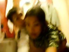 Тайская жена изменила супругу отдавшись любовнику перед скрытой камерой