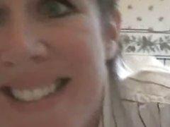 Зрелая развратница по домашней вебкамере показывает круглую большую попу