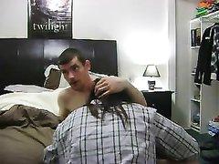 Шикарная брюнетка строчит минет и встав на карачки трахается с любовником