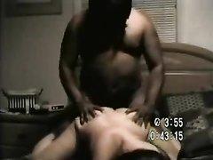Скрытая камера снимает домашний секс белой красотки отдавшейся негру