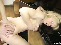 Зрелая блондинка обожает куни и анальный секс с минетом и окончанием на лицо