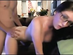 Молодая грудастая брюнетка в очках занялась любительским сексом стоя в наклоне