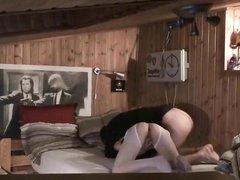 Скрытая камера снимает домашний секс белого ловеласа с азиаткой в чулках