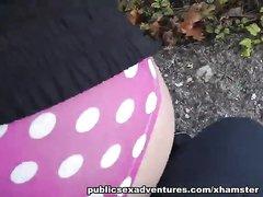 Пикапер в парке от первого лица поимел смазливую брюнетку отсосавшую член