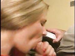 Блондинка трахается и строчит любительский минет для окончания на лицо