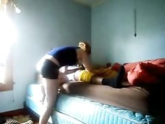 Скрытая камера снимает белую девушку трахающуюся с темнокожим любовником