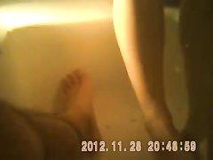 Скрытая камера снимает домашнее подглядывание за молодой развратницей