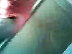 Индус трахает свою девушку в машине и снимает на камеру мобильного телефона