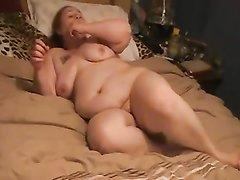 Толстую жену трахают два незнакомца