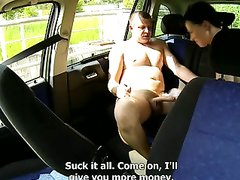Мужчина снял проститутку и трахнул ее без презерватива прямо в машине