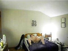 Муж заснял на скрытую камеру свою зрелую мастурбирующую жену
