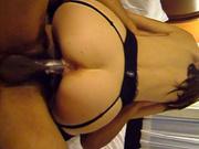 Белая женщина сильно течет во время секса с негром