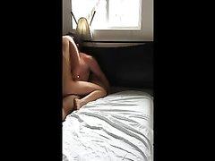 Студентка и не подозревает что ее новый любовник установил скрытую камеру