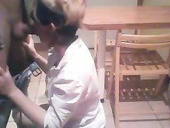 Муж использует свою жену как секс игрушку на кухне