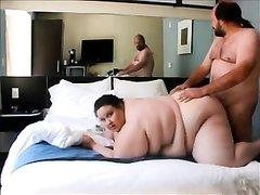 Толстая женатая пара трахаются в позе раком