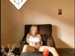Молодая девушка смотрит порно и мастурбирует