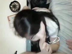 Молодая чешская девушка любит показывать свое мастерство в сосании членов