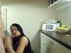 Показывает анус сунул жене сзади на камеру