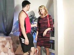 Русский любитель неплохо трахает зрелую женщину